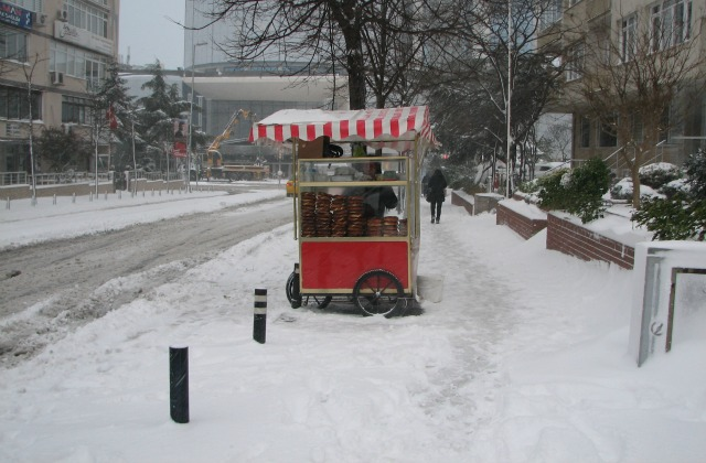 Almost the only simit vendor in the area (usually there is one on every corner)