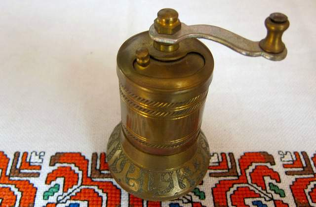 Metal coffee grinder