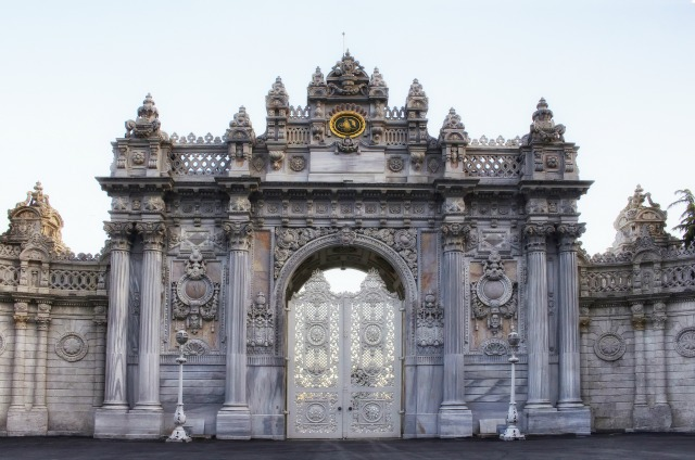 Dolmabahce Palace entrance. Istanbul day tours.