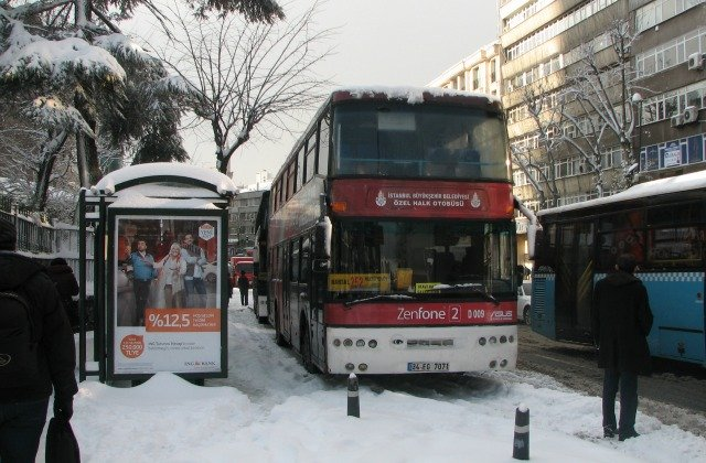 A bus waiting for passengers in snow in Istanbul.